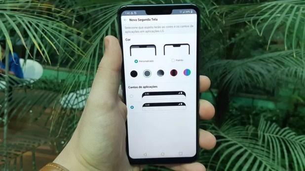 """LG G7: recurso nativo permite ocultar o """"recorte"""" na tela (Foto: Bruno De Blasi/TechTudo)"""