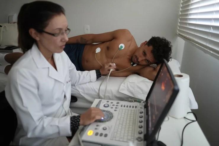 Marquinhos faz exames após se apresentar à seleção brasileira (Foto: Lucas Figueiredo/CBF)
