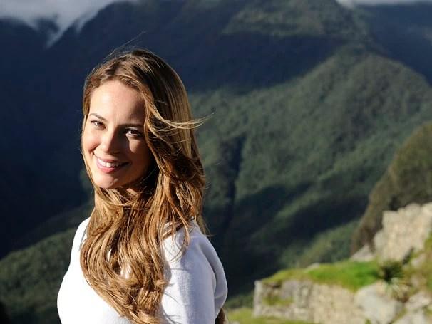 Paolla Oliveira posa para a foto nas montanhas de Machu Picchu (Foto: Estevam Avellar/TV Globo)