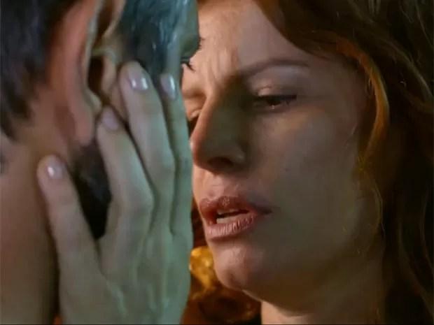 Lígia se declara e beija Miguel (Foto: TV Globo)