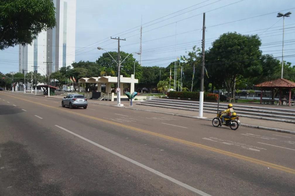 MACAPÁ - Praça da Bandeira vazia durante decreto que restringe circulação de pessoas no estado Amapá — Foto: Caio Coutinho/G1