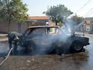 Bombeiros controlaram chamas em Brasília