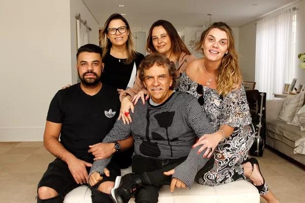 Matogrosso com os filhos Paula, Perla, Matu e Paloma (Foto: Celso Tavares/EGO)
