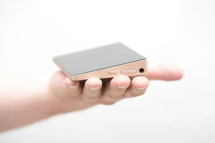 Ockel Sirius A é um PC portátil que cabe na palma da mão (Reprodução/Indiegogo)