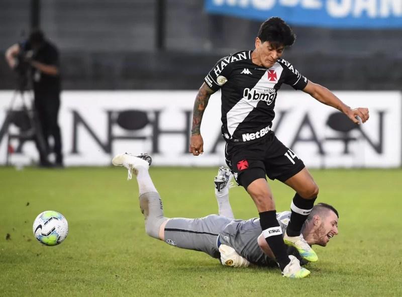 Artilheiro do Vasco, Germán Cano pouco foi acionado contra o Grêmio — Foto: André Durão