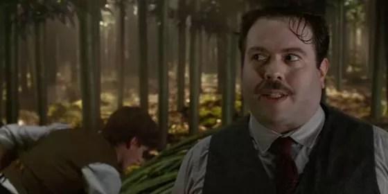 Jacob Kowalski é um trouxa que se vê envolvido nas confusões de Newt (Foto: Reprodução Youtube)