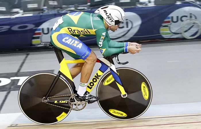 Gideoni Monteiro em ação no Pan-Americano de Ciclismo de Pista