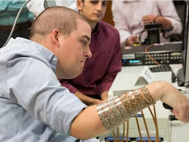 Ian Burkhart participa de experimentos na Ohio State University   (Foto: Ohio State University Wexner Medical Center/ Batelle)