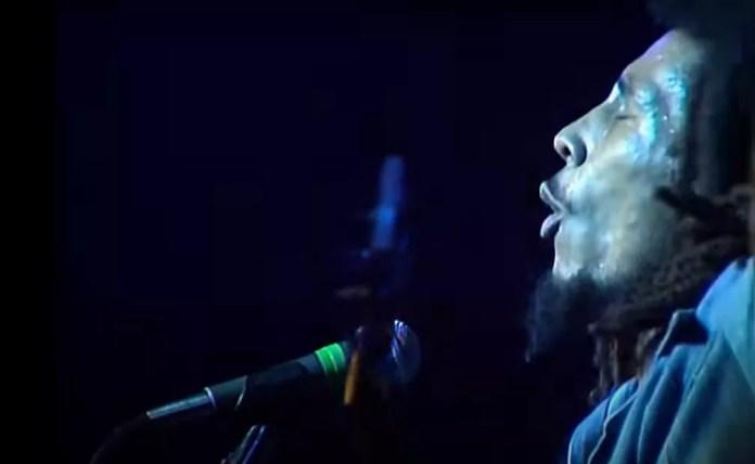 Bob Marley & The Wailers em show no Rainbow Theatre, em Londres - 1977 — Foto: Reprodução/YouTube/Bob Marley