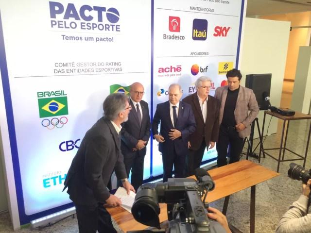 Raí (direita) em evento da ONG Atletas pelo Brasil (Foto: Martín Fernandez)