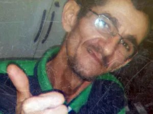 Corpo de professor foi encontrado em apartamento, despido e com os pés amarrados (Foto: Reprodução / TV Globo)