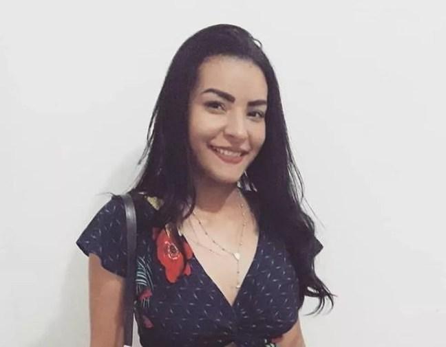 Adriana Silva Sales de Souza tinha 20 anos e foi encontrada morta — Foto: Arquivo pessoal/Facebook