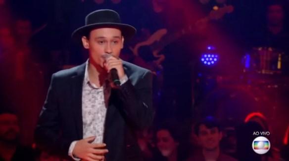 Kelvin Bruno cantou a música Tuyo e conquistou mais uma etapa no The Voice Brasil (Foto: Reprodução/TV Globo)