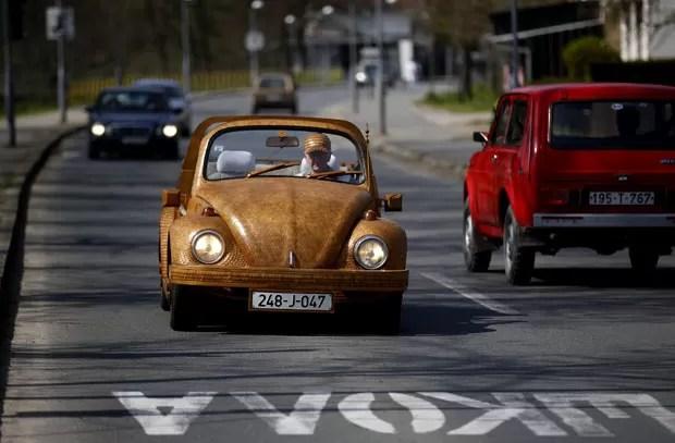 Bojic criou o carro com mais de 50 mil pedaços de carvalho (Foto: Dado Ruvic/Reuters)