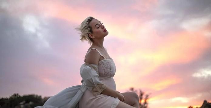 Katy Perry no clipe de 'Daisies' — Foto: Divulgação
