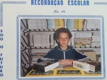 Lembrança escolar de Rolando Valcir Spanholo, da época em que começou a ajudar o pai como borracheiro e lavador de carros (Foto: Rolando Valcir Spanholo/Arquivo Pessoal)