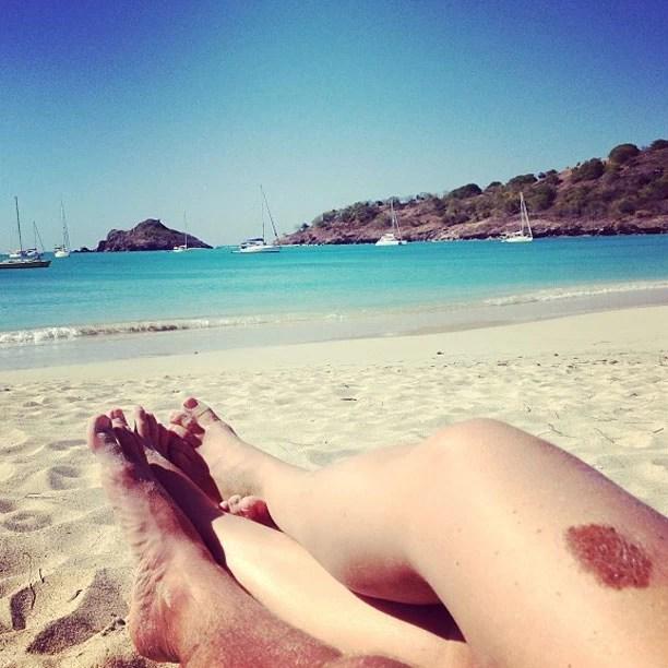 Luciano Huck e Angélica com as pernas juntinhas (Foto: Reprodução/Instagram)
