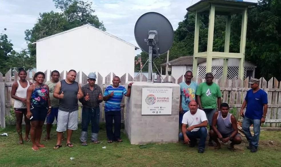 Ponto de internet na escola quilombola de Tapagem, região Alto Trombetas I, em Oriximiná — Foto: Ascom Ecam/Divulgação