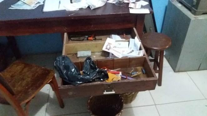 Criminosos reviraram o interior da igreja de Nossa Senhora dos Remédios, em Buriti dos Lopes, no Piauí — Foto: Portal do Rurik
