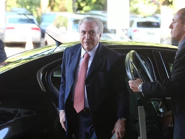 O vice-presidente, Michel Temer, chega a seu gabinete em Brasília nesta quarta (6) (Foto: Dida Sampaio/Estadão Conteúdo)