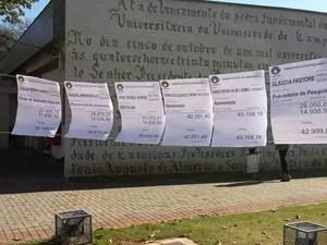 Servidores fizeram varal para protestar contra supersalários na Unicamp, em Campinas (Foto: Leon Cunha / STU)