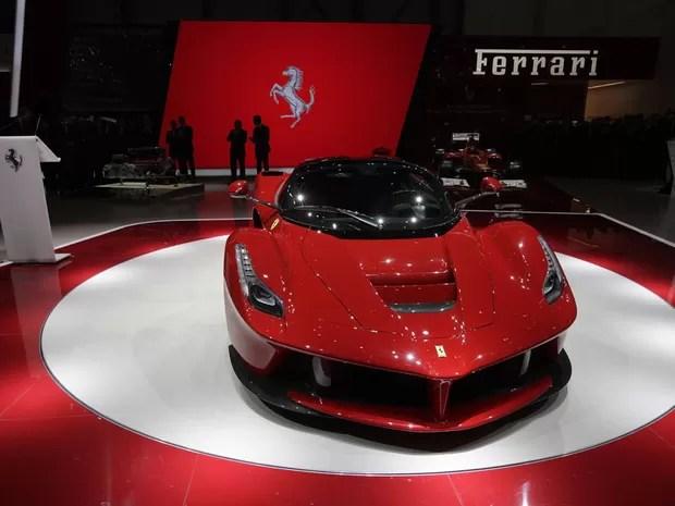 LaFerrari estreia tecnologia híbrida na marca de luxo (Foto: Denis Balibouse/Reuters)