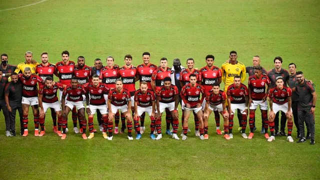 Elenco do Flamengo posa para foto antes de clássico contra o Fluminense, pela final do Carioca 2021