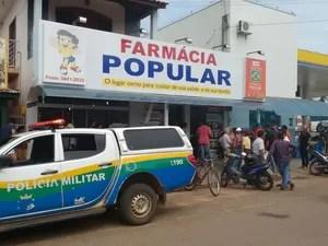 Clientes que estavam na farmácia também ficaram feridos (Foto: 190 Online/ Reprodução)