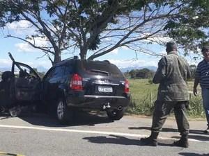 Policiais militares envolvidos no acidente foram levados para o HPM (Foto: Celicio Aguiar/Rádio FM 101)