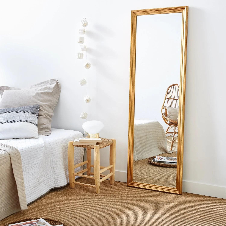 un grand miroir pour creer une sensation d espace dans votre interieur