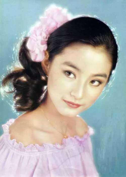14982115106399 - 63歲林青霞「與28歲女兒同台」,網友一看瞬間懂了....「美麗與年齡無關!」