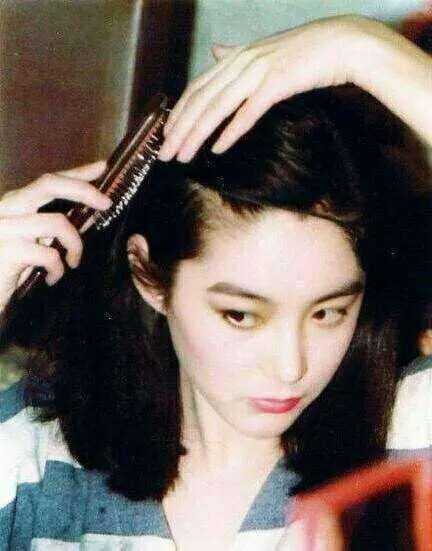 14982115112237 - 63歲林青霞「與28歲女兒同台」,網友一看瞬間懂了....「美麗與年齡無關!」
