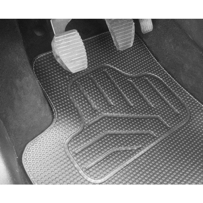 tapis tapis sur mesure jeu complet de tapis sur mesure noirs en pvc norauto
