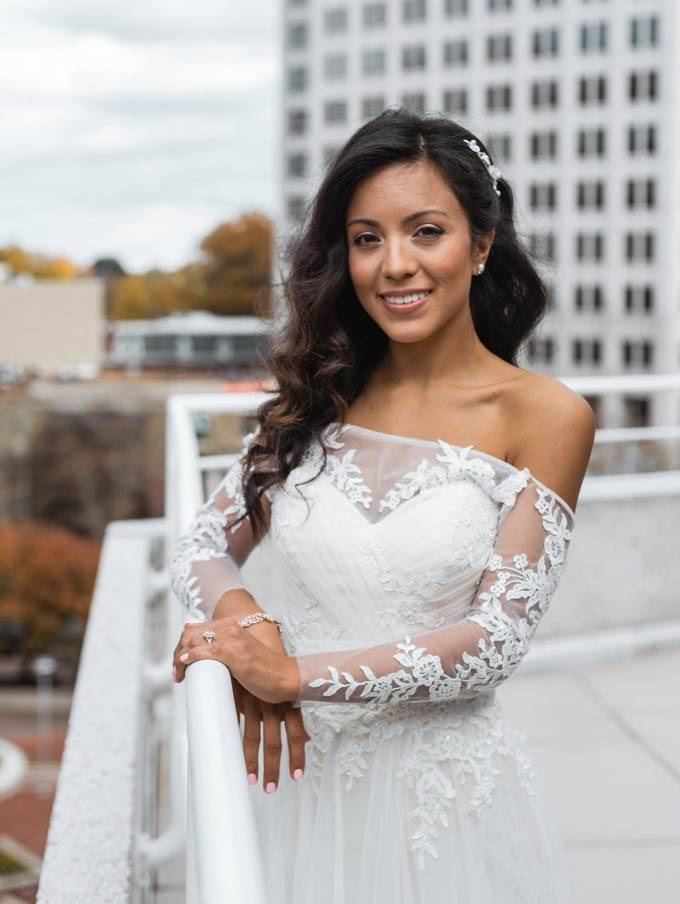 how much money brides spend on wedding hair and makeup