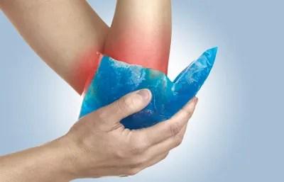 Colocar bolsa d'água fria em inflamações alivia o inchaço