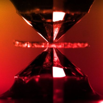 Scientists Are at War Over the Discovery of the 'Holy Grail' of Physics, Metallic Hydrogen