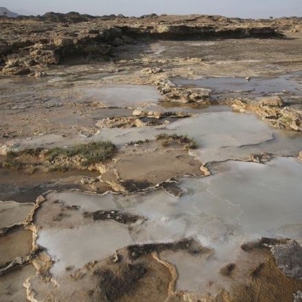 Scientists seek holy grail of climate change in Oman's hills