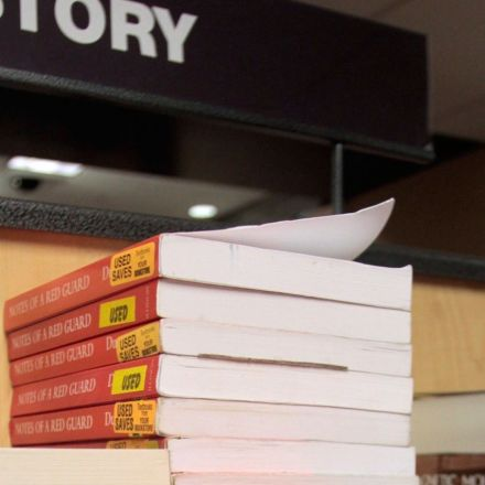 States are moving to cut college costs by introducing open-source textbooks