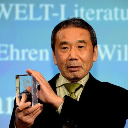 Murakami calls for fight against history revisionism