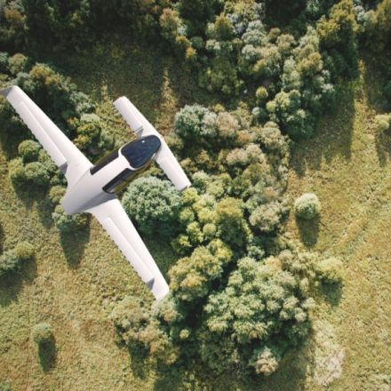 Watch Lilium's successful test flight of the world's first electric VTOLjet