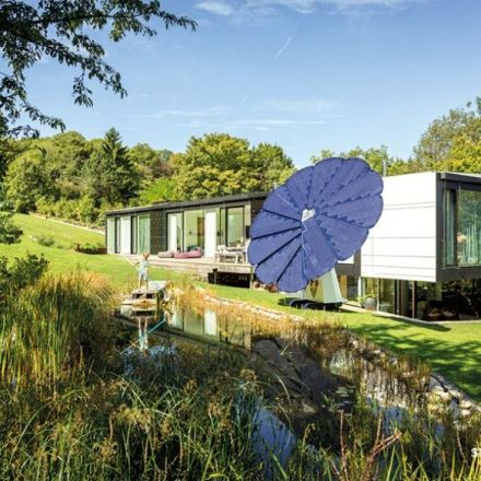 Flower-shaped solar panel follows the sun