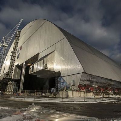 Decades after Chernobyl disaster, engineers slide high-tech shelter over reactor