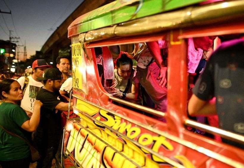 Почти как желтые такси Нью-Йорка: 11 фото джипни Манилы, век которых подходит к концу