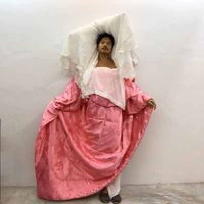 Люди на карантине воспроизводят наряды «высокой моды» в домашних условиях