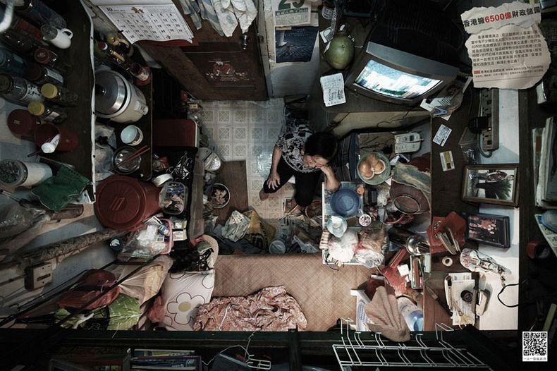 Apartemen Hong Kong Merenung di Kamar