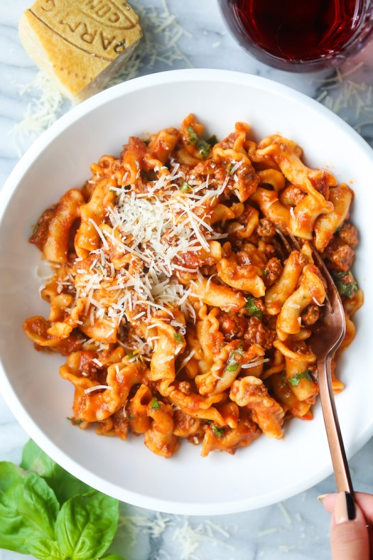 Instant Pot Ground Beef and Pasta - So stinking easy and budget-friendly! The perfect ONE POT meal with a hearty meat sauce. Only 5 min in the Instant Pot!