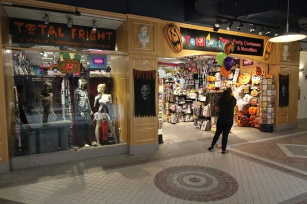 halloween store now open in crystal city arlnow com
