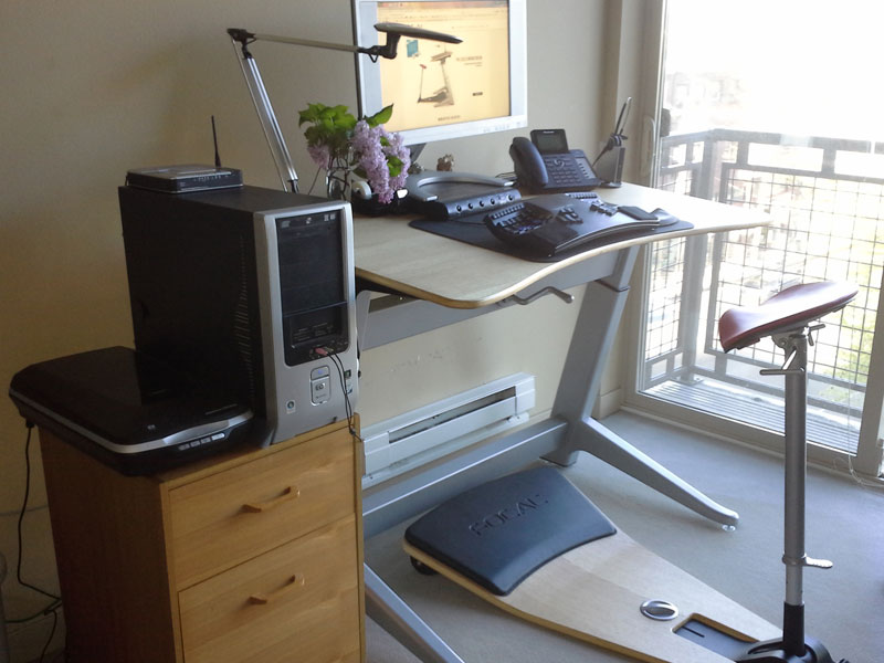 Focal Standing work station