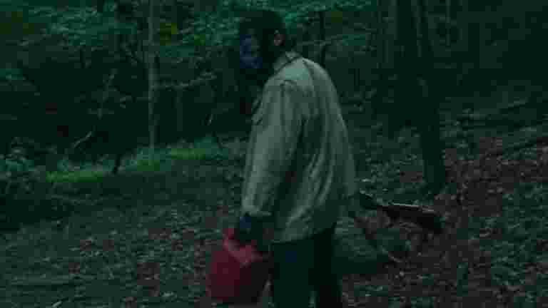 ガスマスクをつけた男