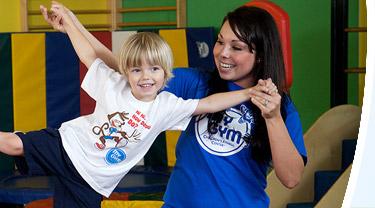 休斯的親子運動篇-媽媽能跟小朋友做的2種運動(一)